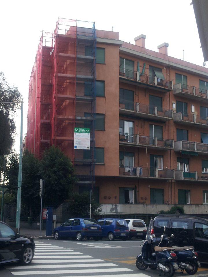 Prospetto edificio con balconi prima