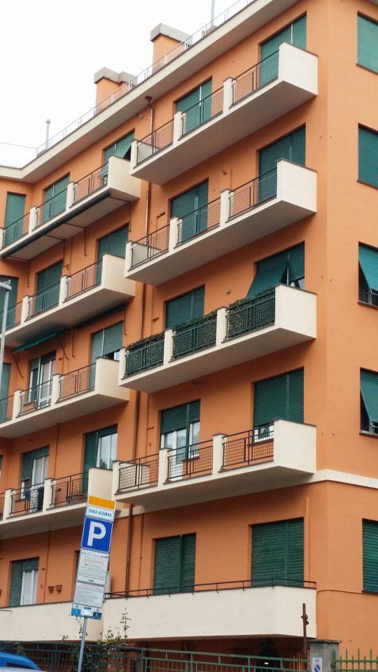 Prospetto edificio con balconi dopo